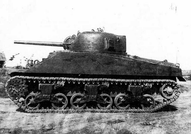 Средний танк М4А2 во время испытаний на НИБТПолигоне в Кубинке. Лето 1942 года.