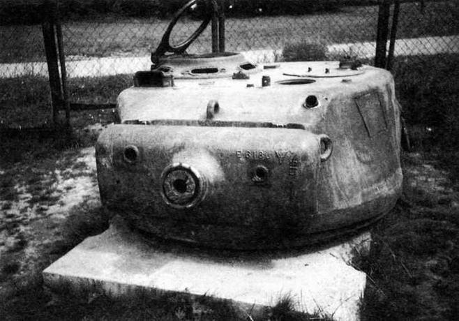 Башня Т23. В маске пушки слева амбразура телескопического прицела, справа — спаренного пулемета. Впереди справа на крыше башни — мортирка для стрельбы дымовыми гранатами.