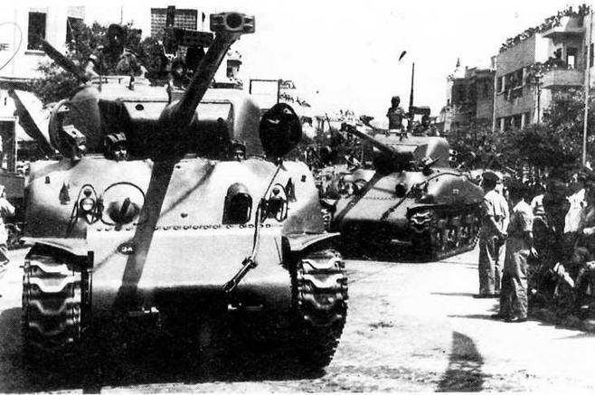 Танки М50 Super Sherman во время парада. Израиль, 1957 год.