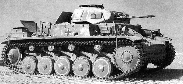 Pz.II Ausf.F, подбитый в Ливийской пустыне. 1942 год.