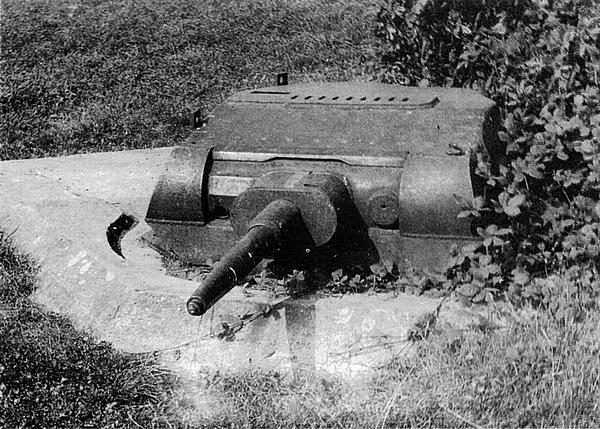 Сто башен, демонтированных с переоборудуемых в САУ танков Pz.II, вооружили 37-мм пушками и установили на фортификационных сооружениях.