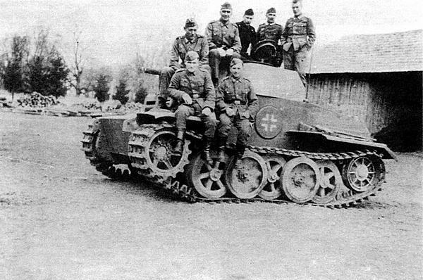 Семь танков Pz.II пА (VK 1601), предназначенных для непосредственной поддержки пехоты, проходили испытания в 12-й <a href='https://arsenal-info.ru/b/book/1627328415/38' target='_self'>танковой дивизии</a>. Восточный фронт, 1943 год.