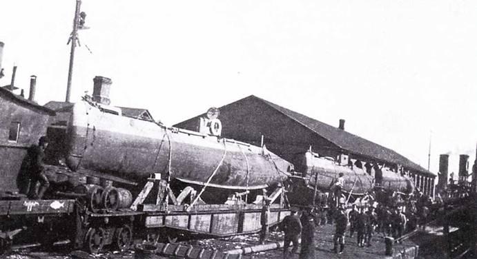 Три российские миниатюрные подводные лодки в Санкт-Петербурге.