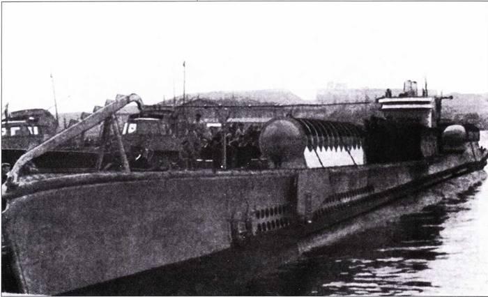 Итальянская подводная лодка Scire с контейнерами для транспортировки управляемых торпед.
