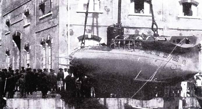 Спуск на воду сверхмалой подводной лодки А-1, 1915г.