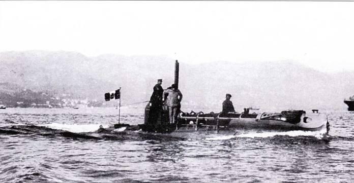 Итальянская сверхмалая подводная лодка А-1 в заливе Специя, 1915г.