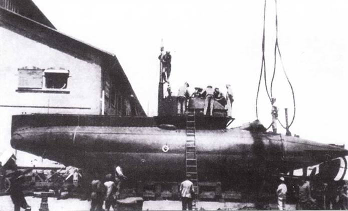 Итальянский <a href='https://arsenal-info.ru/b/book/1934221868/7' target='_self'>сверхмалая подводная лодки</a> «тип В», 1916г.