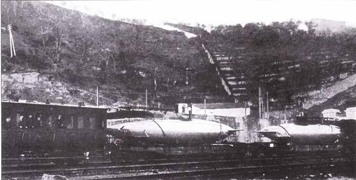 Итальянские сверхмалые подводные лодки «тип А» на железнодорожных платформах, 1917г.