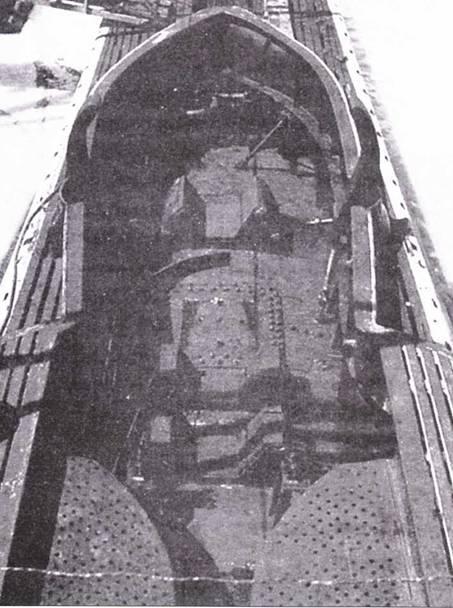 Крепленая для транспортировки сверхмалой подводой лодки па палубе Leonardo da Vinci, 1942г.