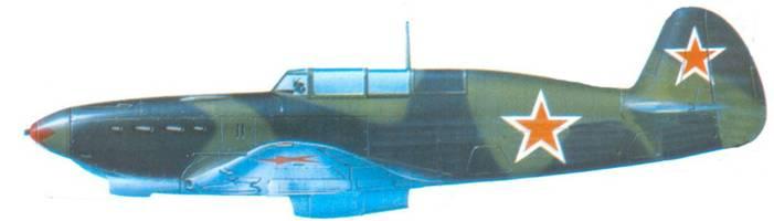 Як-7Б, лето 1943 года. Самолет в типовом для того периода времени камуфляже, состоящем из зеленых и черно-зеленых пятен.