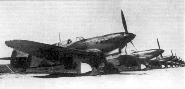 Первоначально создававшийся как двухместный учебный самолет, с началом войны Як-7 был переделан в истребитель. Выяснилось, что Як-7 превосходит Як-1 как вооружением, так и живучестью. Як-7 был «тяжелым» многоцелевым истребителем советских ВВС.