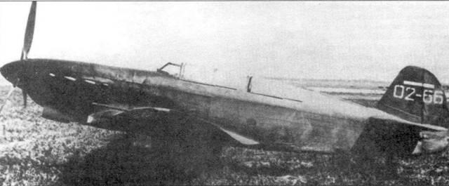 Три снимка Як-7В из первой производственной серии. Номер 70 (на хвосте) говорит о том, что эта серия самолетов была исключительно большая. Обратите внимание на две ступеньки для облегчения посадки в кабину.