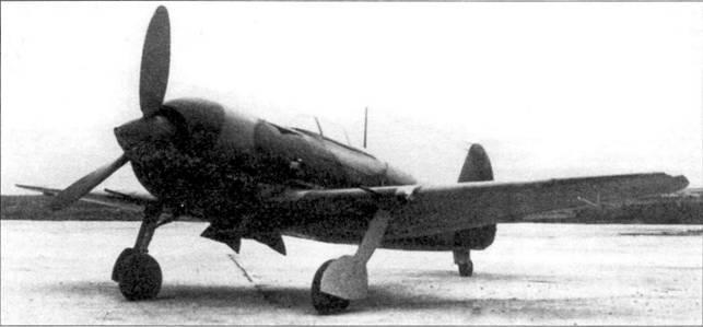Як-7 М-82А — единственный экземпляр той модификации. Самолет имел камуфляж из зеленых и черно-зеленых пятен, красные звезды на заднюю часть фюзеляжи не наносились.
