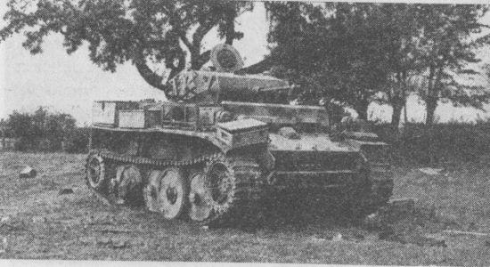 Лёгкий танк Pz.II Ausf.L, вероятно, из состава 116-й танковой дивизии, подбитый во Франции в августе 1944 года.