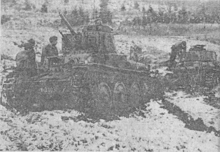 Танки Pz.38(t) Ausf.S словацкой армии во время тактических занятий.
