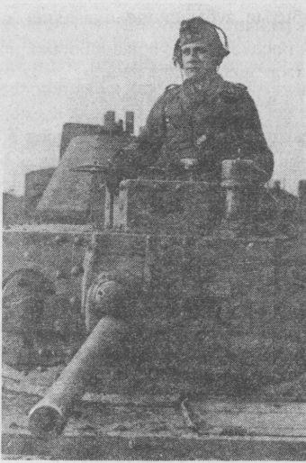 Pz.38(t) имел очевидное преимущество перед всеми советскими танками начала Великой Отечественной войны по количеству и качеству приборов наблюдения. Командирская башенка с четырьмя эпископами позволяла вести круговое наблюдение за местностью.