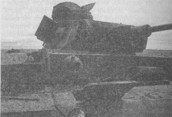 Pz.III Ausf.J, подбитый летом 1941 года. Советский снаряд буквально проломил лобовую броню башни.