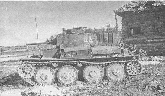 Pz.38(t) Ausf.G из состава 20-й танковой дивизии, подбитый советской артиллерией. Западный фронт, июль 1941 года.
