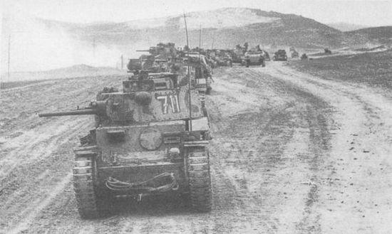 Колонна танков Pz.38(t) 22-й танковой дивизии выдвигается на исходные позиции. Крым, май 1942 года.
