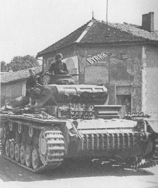 Живое воплощение блицкрига – Pz.III Ausf.E на дорогах Франции, май 1940 года.