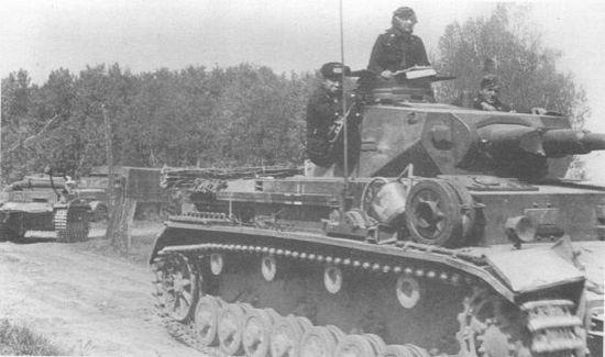 Pz. IV Ausf.B 10-й танковой дивизии в окрестностях Седана. Франция, 1940 год.