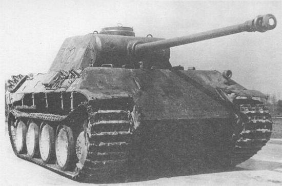 «Пантера» Ausf.D №732 перед началом испытаний в подмосковной Кубинке. Осень 1943 года.