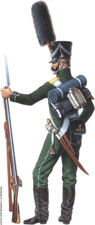 Гренадер 3-й гренадерской роты 3-го морского полка. Ноябрь 1810 — февраль 1811гг. В отличие от армейской пехоты, для которой в 1808 году утвердили четырехугольный ранец нового образца, морские полки и Каспийский батальон продолжали носить до октября 1811г. старые цилиндрические ранцы. Отечественную войну морская пехота, скорее всего, встретила в обмундировании срока 1811 года. Только султаны переформовали из цилиндров в конусы.