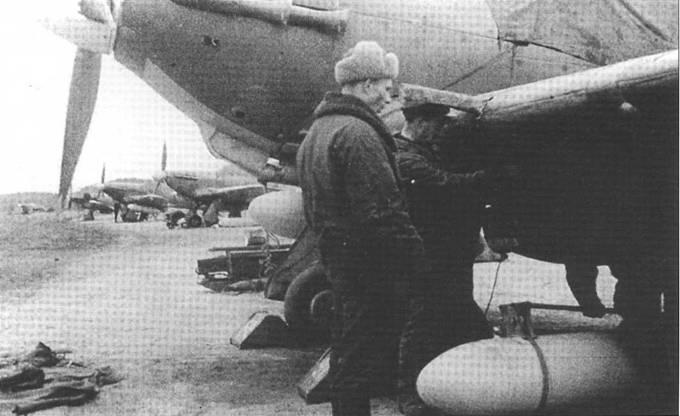 Механики готовят к вылету «Харрикейп» 78 ИАП ВВС СФ, аэродром «Ваенга», весна 1942 года.