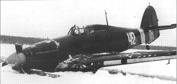«Харрикейн» Мк IIА Z2585 из состава 760-го ИАП, совершивший вынужденную посадку в Финляндии 16 февраля 1942 года. Этот бывший британский самолет был быстро поставлен в строй и использовался финскими ВВС. До отправки в СССР самолет использовался 56-й и 316-й эскадрильями.