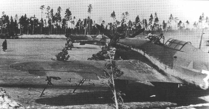 Хорошо замаскированный «Харрикейн» на одном из аэродром в Карелии, лето 1942 года.