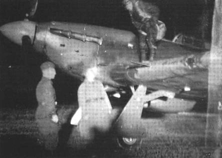 Подготовка «Харрикейна» к ночному вылету. Самолет вероятно из состава одного полков ПВО московской зоны.