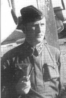 Обычно этого летчика идентифицируют как майора Александра Матвеева, лето 1942 года.