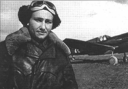 Летчик 20-го ГвИАП Хлобыстов на фоне своего Р-40К, 1943 год.