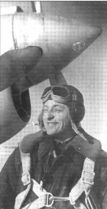 Капитан Парфенов из 196 ИАП. Хотя летчик не был асом, фотография великолепна тем что хорошо видно что самолет покрыт серебрянкой, а не белый.