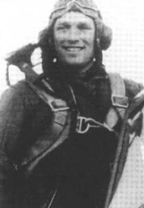 Подполковник Борис Сафонов в своем «Киттихауке», начало весны 1942 года.