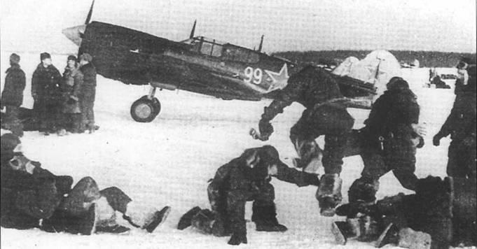 Летчики 191-го ИАП отдыхают в перерыве между боями. Зима 1943 года.