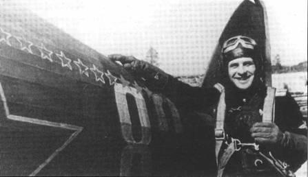 Еще один будущий ГСС капитан Василий Адонкин из 72 ИАП ВВС СФ позирует на фоне своего «Харрикейна», 20 июня 1943 года. Как видим часть из своих 22 побед он одержал именно на британском истребителе.