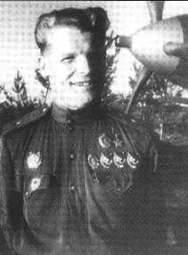 Наиболее результативным летчиков 28- го ГвИАП был майор Алексей Смирнов, который одержал 35 побед (из них 1 – в группе) в 457 боевых вылетах. Получил ГСС дважды.