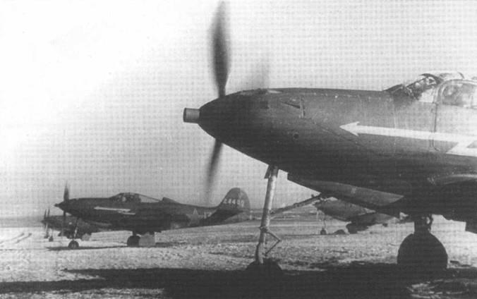 «Аэрокобры» готовятся взлететь для поддержки наземных войск 1-го Украинского фронта, 2 февраля 1944 года. Видимый на заднем плане P-39L «Белая 13» (42-4480) в этот период использовался лучшим асом полка Дмитрием Глинкой.
