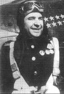 Подполковник Иван Любимов командовал 11-м ГвИАП ВВС ЧФ в конце 1943 года, а в октябре стал командовать 4-й ИАД ВВС ЧФ. Он совершил 115 боевых вылета и одержал 10 побед (из них 4 – па Р-39). Все победы одержал после того как в начале войны у него была ампутирована нога.