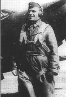 Летчик на этой фотографии обычно идентифицируется как капитан Дмитрий Зюзин из 11 ГчИАП ВВС ЧФ. Он выполнил 535 боевых вылета, одержал 15 побед, став ГСС. В августе 1945 года Зюзин участвовал в короткой войне с Японией.