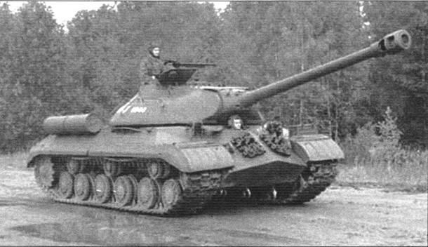 Танк ИС-3 на параде в подмосковной танковой части
