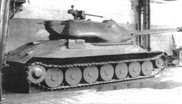Деревянный макет первого варианта танка ИС-7 в натуральную величину, выполненный для проверки компоновочных решений
