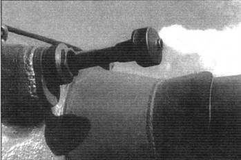 Установка спаренного с орудием пулемёта ДШК в маске орудия танка Т-10