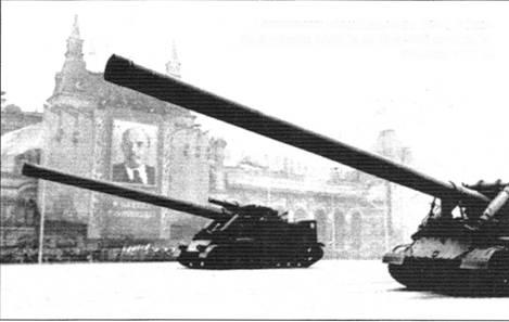 Установки «Конденсатор 2П» и «Ока» на военном параде на Красной площади. Москва, 1957 г.
