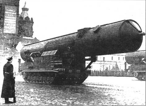 Вверху: Самоходная пусковая установка <a href='https://arsenal-info.ru/b/book/3877475624/14' target='_self'>ракетного комплекса</a> 15П699 ракеты РТ-20 (8К-99, межконтинентальная баллистическая)
