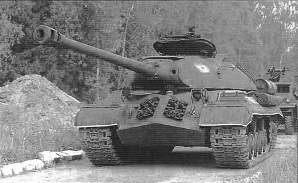 Танк ИС-3. В послевоенные годы предполагалось, что эти машины составят основу советских танковых войск