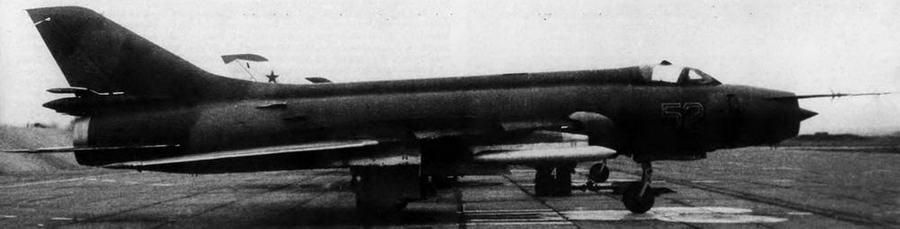 Су-17М дислоцированной в Монголии 29-й авиадивизии. Под крылом-контейнер пеленгации и целеуказания «Метель-A» противорадиолокационных ракет Х- 28.