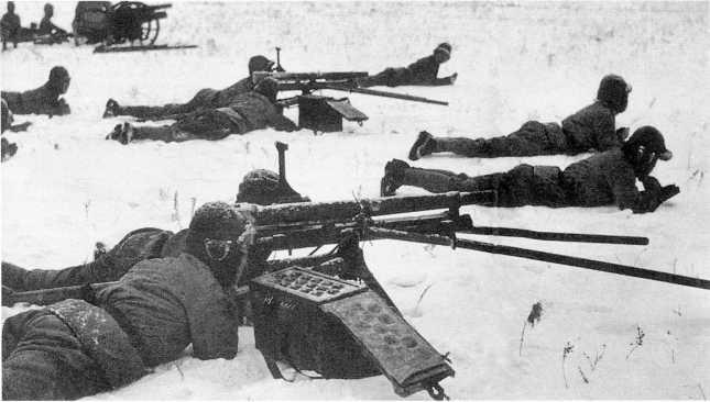 Учения 23-й пехотной дивизии. Расчеты 37-мм орудий «Образца 11 года» (1922г.) на позиции. Район Хайлара, зима 1938–1939 года (ИП)