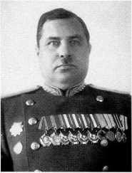 Фекленко Николай Владимирович (на фото 1945 года в звании генерал-лейтенанта).